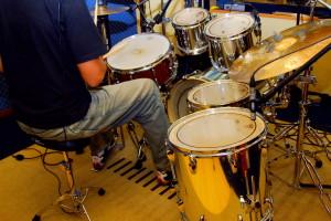 posture on a drum set